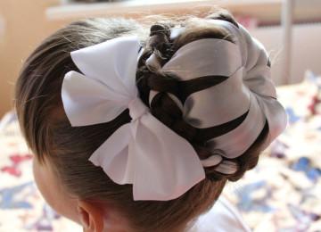 Прически на первое сентября длинные волосы: красивые косички, хвостики, локоны