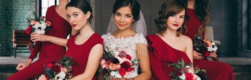 Бордовые платья на свадьбу: фото, как выбрать подружке