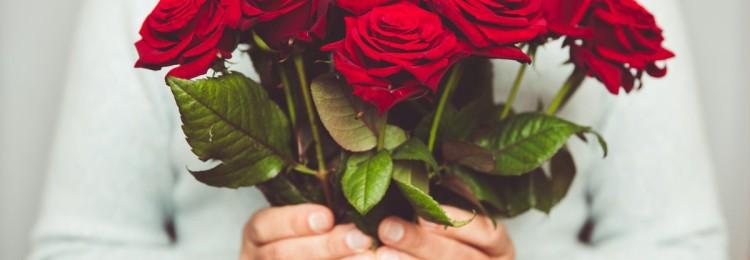 К чему примета, если нечаянно подарили четное количество цветов