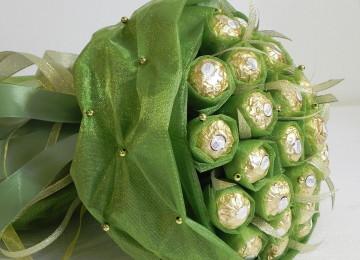 Подарки из конфет на 8 Марта