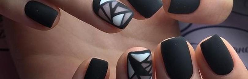 Дизайн черных матовых ногтей