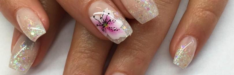 Маникюр лилии