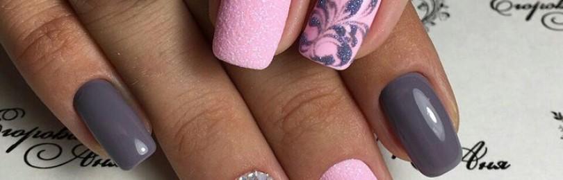 Дизайн ногтей розовый с серым