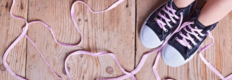 К чему по приметам развязались, порвались шнурки, появился узел