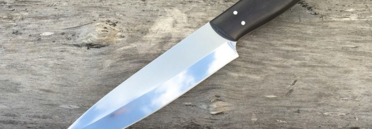 К чему найти нож: приметы, что делать