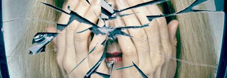 Почему нельзя смотреться в разбитое зеркало