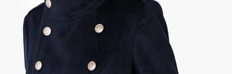 Двубортное пальто в стиле милитари и другие модели