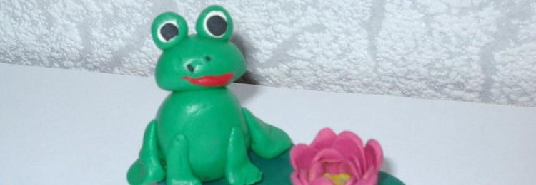 Лягушка из пластилина для детей пошагово