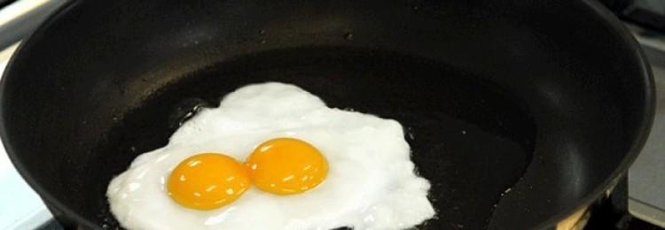 Приметы о 2 желтках в одном яйце: значение суевери