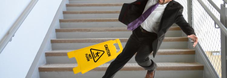 Приметы про лестницу: к чему споткнуться, упасть, скатиться
