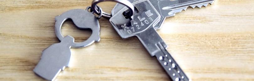 Почему нельзя ключи класть на стол: примета