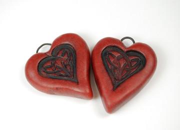 Амулет любви: талисманы для привлечения счастья и замужества