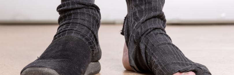 Почему по приметам нельзя ходить в одном носке, тапке, ботинке