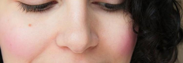 Почему горят щеки: приметы