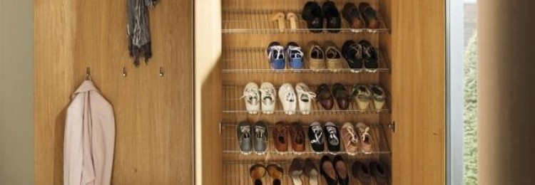 Где и как правильно по приметам ставить, хранить обувь в прихожей