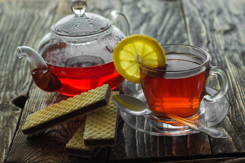 разбавлять чай холодной водой примета
