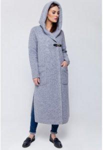 fbab827c508 Дополнять образ с женским пальто спорт-кроя будет большая сумка или рюкзак.  Однако миниатюрным женщинам стоит быть внимательнее