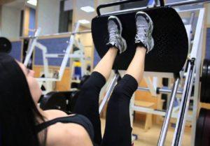 Упражнения против целлюлита на бедрах