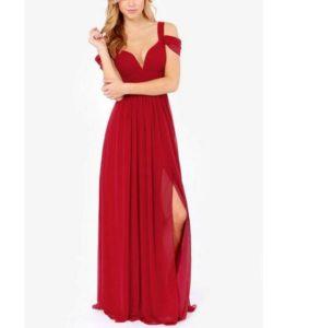 8b6cd600845 Внимание! Для выпускного вечера не стоит выбирать наряд с чересчур глубоким  декольте. В пышном выпускном красном платье ...
